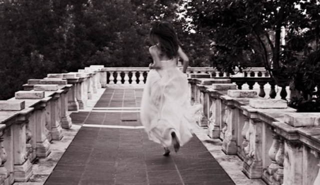 alisandra-12-bride_-running-away_